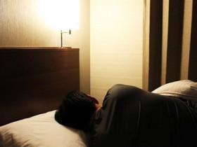 尪新婚夜「聽不到媽聲音」拒關門同睡13年